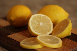 éclaircissement de cheveux avec du jus de citron